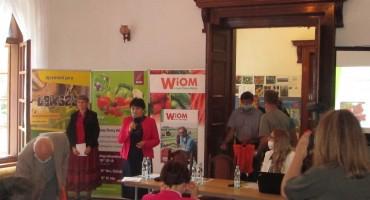 Halina Topór, dyrektor ZDOO w Masłowicach serdecznie wita uczestników