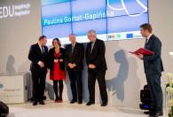 Zdjęcie przedstawia wręczenie nagrody Pani Paulinie Gortat-Gapińskiej w kategorii: Edukacja pozaformalna młodzieży