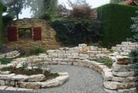 ozdobne murki w ogrodach kapias